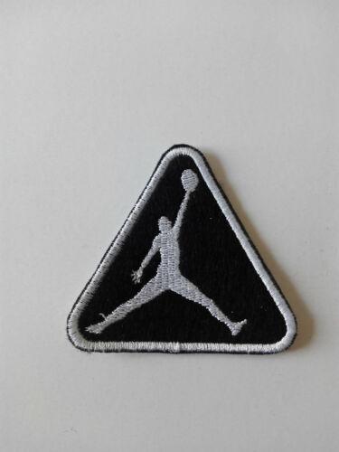 Parche bordado para PEGAR estilo Jordan 6,5//6,5 cm BLANCO adorno ropa