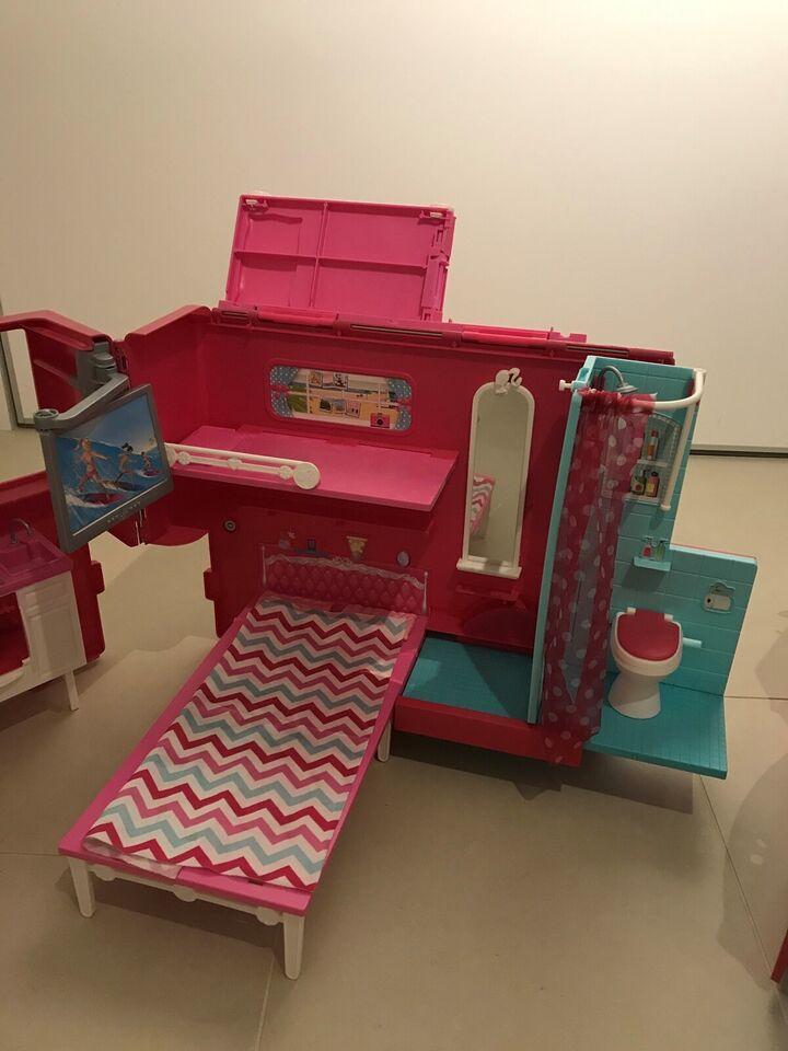 Barbie, Dukker og tilbehør