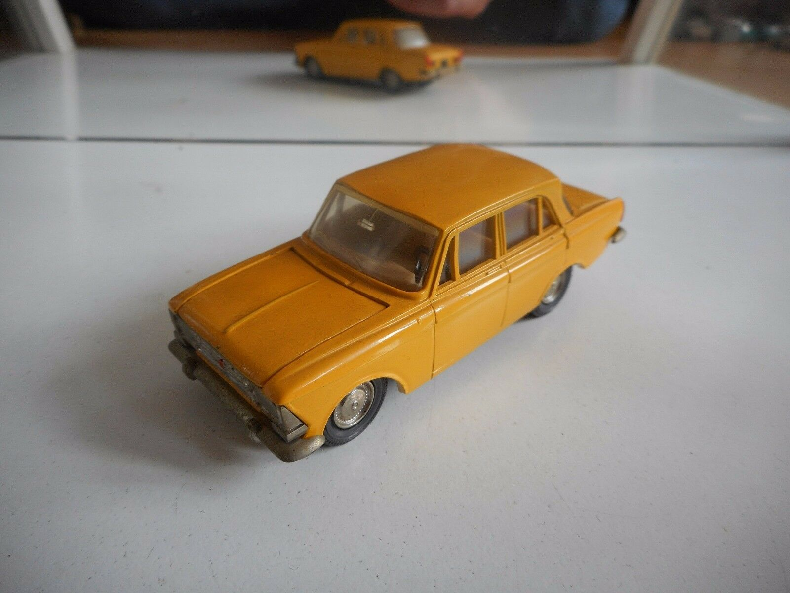 USSR   CCCP Moskvitch 412 A2 in jaune on 1 43
