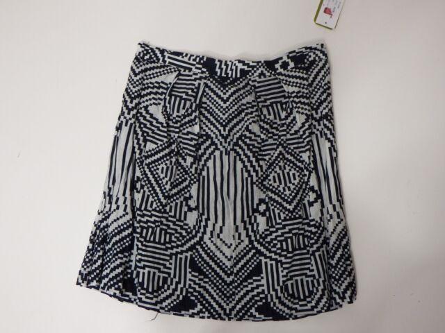 women skirts Nicole Miller Size 4 Black And White MSRP 245.00 Zipper Fastening