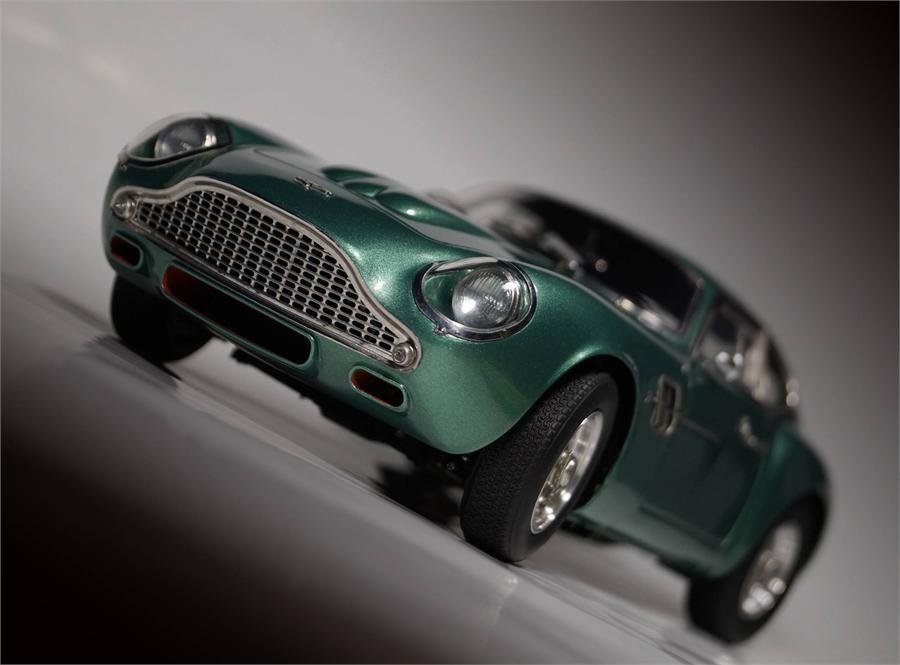 1961 Aston Martin DB4 Gt Zagato Modèle Moulé par Cmc en 1 18 Echelle M-132