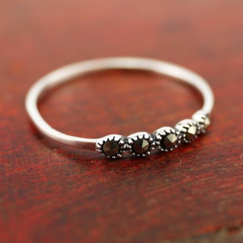 925 Argent Sterling Simple Ligne Marcassite pierres Dainty Mince 2.3 mm Ring A3154