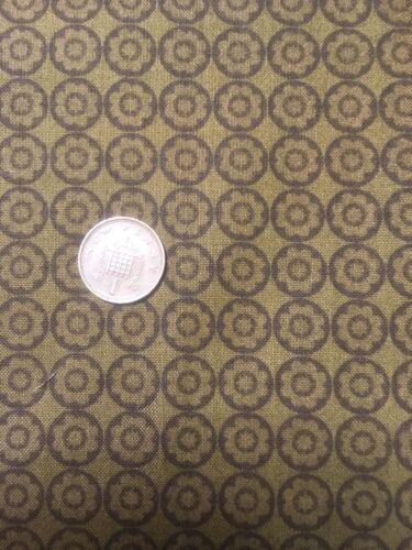 100/% coton Quilting Craft Tissu Flutter RO Gregg 120-405 Marron Cercles Points