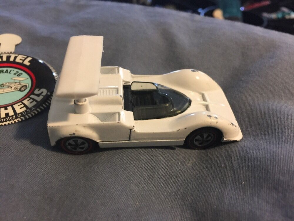 1968 HOT WHEELS CHAPARRAL 26 discriminatoires Blanc Avec Spoiler et original bouton Pin