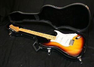 Le Marquies des E-Guitar/E-Guitare stratstyle ramenée + Rigide exposants