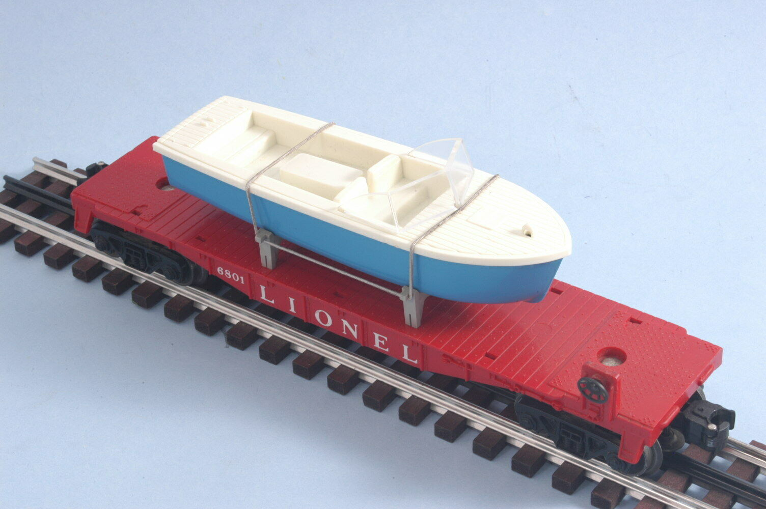 Lionel Postwar 6801-75 Flat Car with bluee Boat Nice EUC