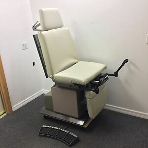 Ritter Midmark 119 Power Exam Chair Surgical Table New Upholstery In