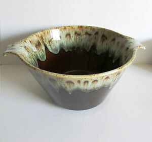 Brown-Drip-Glaze-Stoneware-Vintage-Kitchen-Bowl-side-handles-8-5-034-across-FREE-SH