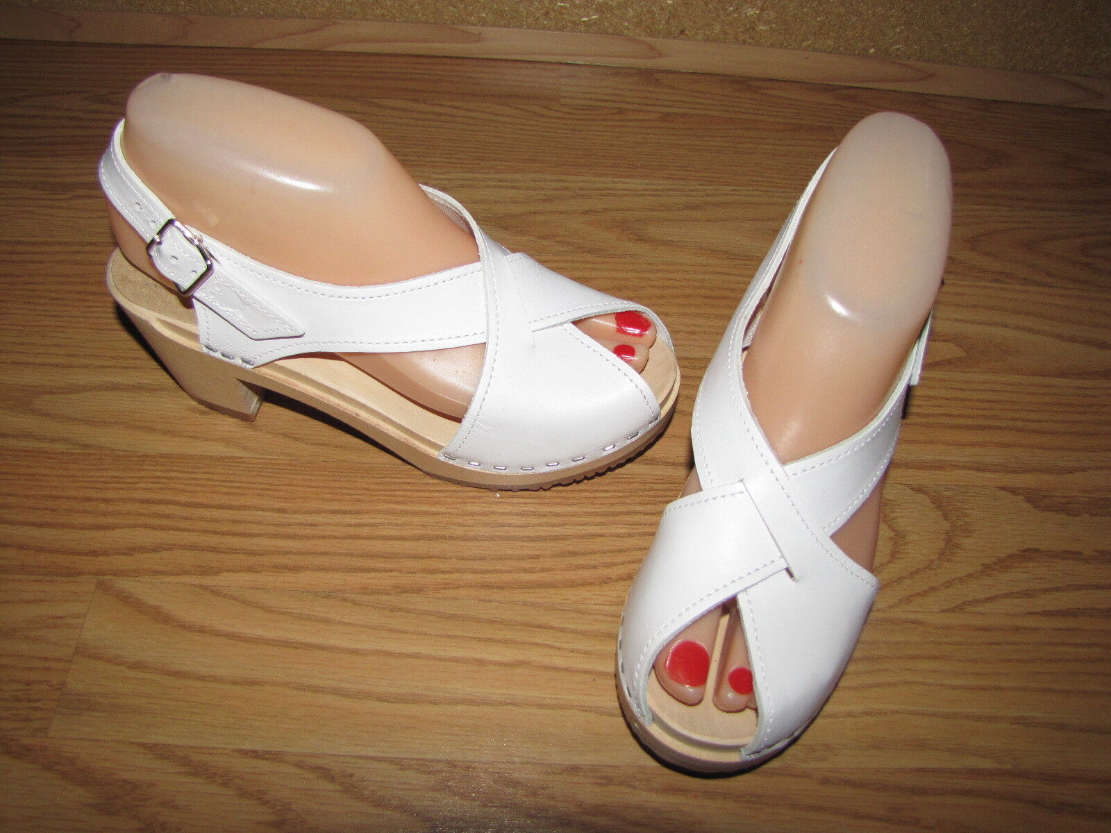 NWOB Anthropologie Sandgrens White Mgoldcco Criss Cross Clogs 6 Euro 36
