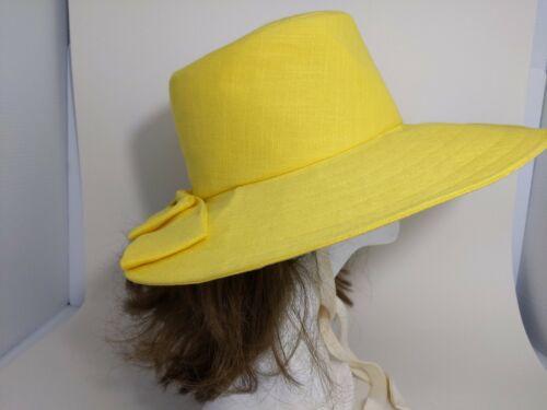 Fashion Sun Hat By Jessica Simpson. VTG Natural Raffia Woven Wide Brim Floppy Straw Hat With Straw Flowers
