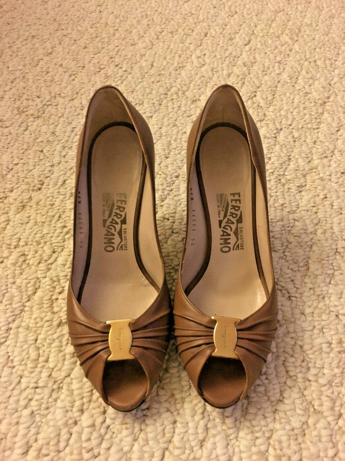 Salvatore Ferragamo Fiberia Leather Womens Pumps Size 8