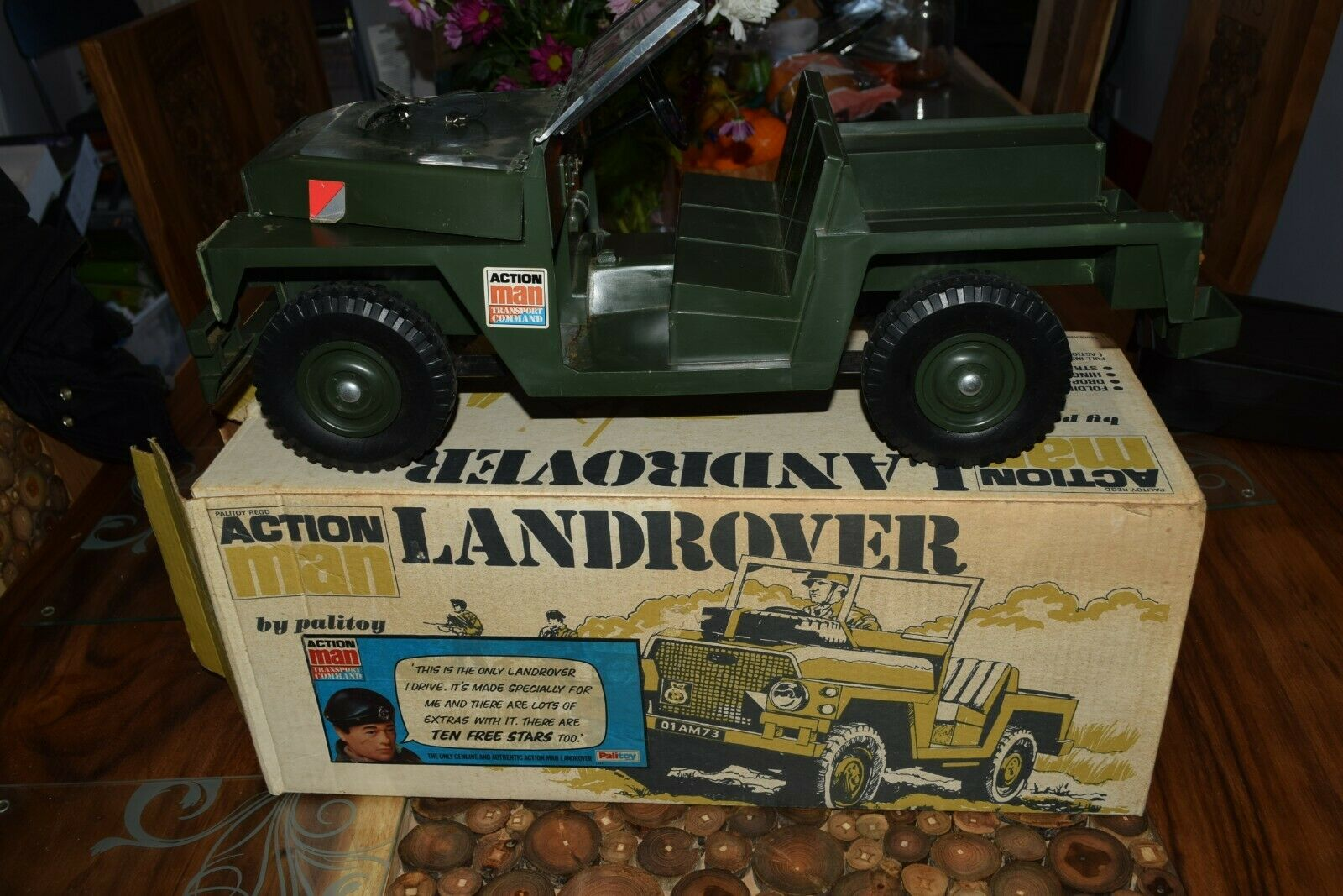 Action Man Vintage Land rover Boxed 70s Original with stars & spare wheel
