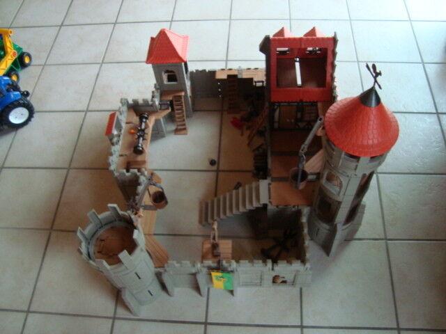 Playmobil Ritterburg mit vielen Figuren und