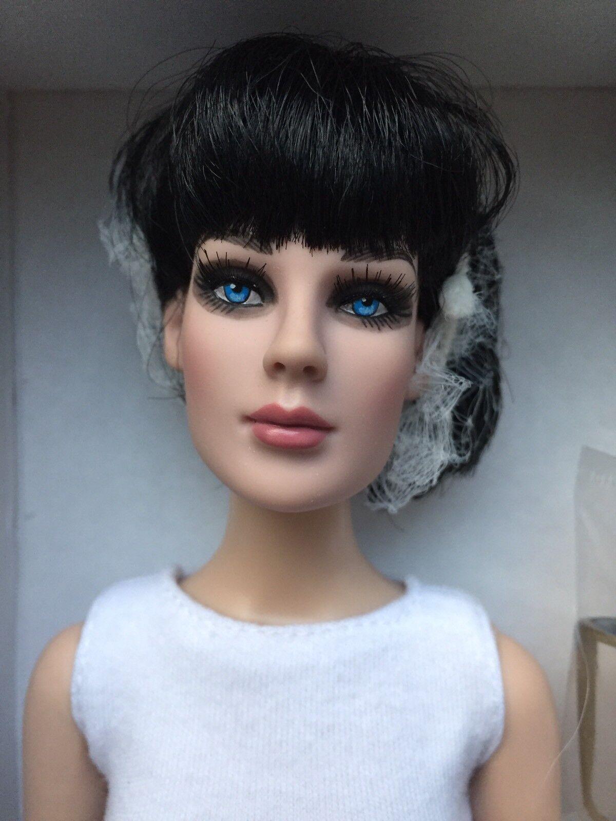 Tonner Tyler Antoinette 40.6cm Precarious Bianco Brillante Basic Bambola Fashion