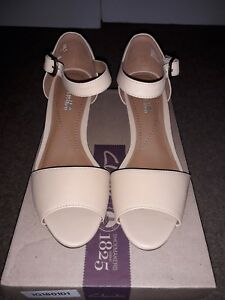 7b6654e73216 New Clarks Brielle Drive Women s Nude Leather Wedge Sandals Size 4 ...