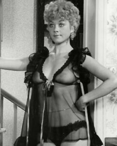 Linda Thorson UNSIGNED photograph - N8849 - SEXY Canadian ...