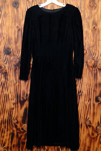 80s-Dress-Black-Velvet-Mid-Length-Key-Hole-Back-Size-8