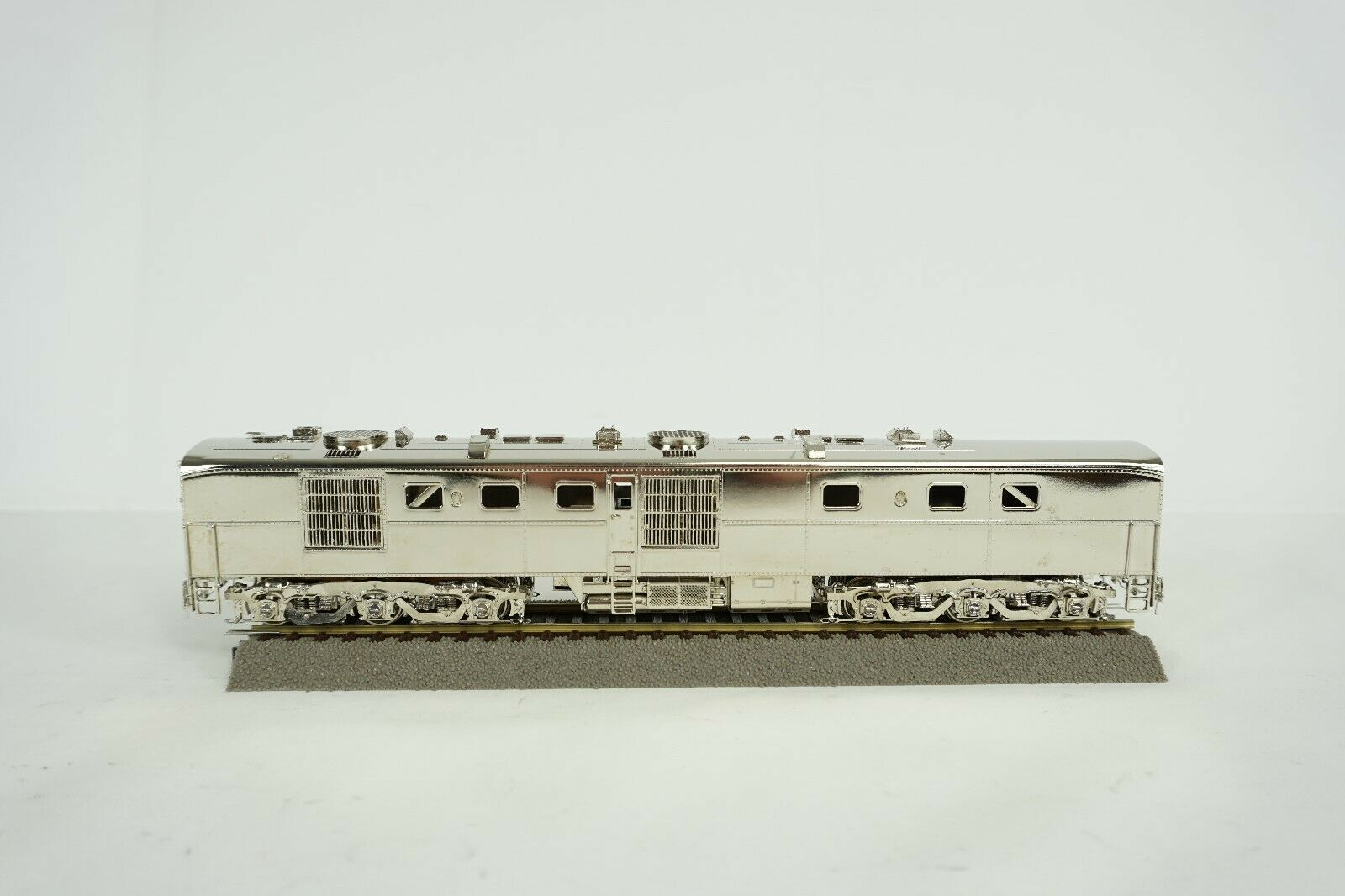Overland Models HO Scale Brass AT&SF DL-108B  50 Plated Diesel Engine New