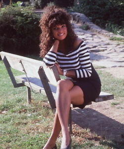 Jenny-Powell-UNSIGNED-photograph-M4983-English-TV-presenter-NEW-IMAGE