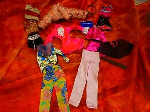 lot-vetements-poupee-barbie-ou-autre-15pieces-dont-un-petit-sac-bleu
