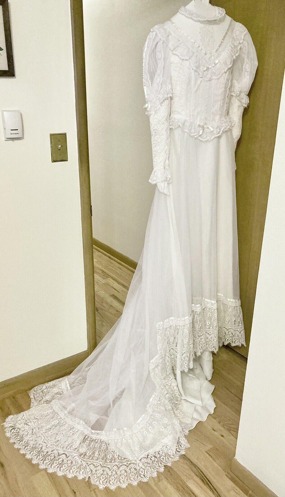Vintage Cottagecore Wedding Dress Lace Balloon Sl… - image 1