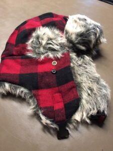2a9e95816388d Men s Target Red   Black Trapper Hat With Faux Fur OSFM New NOS