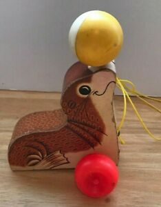 Fisher Price 1978 Pull Along Suzie Seal with Ball Toy Toddler Vtg Vintage