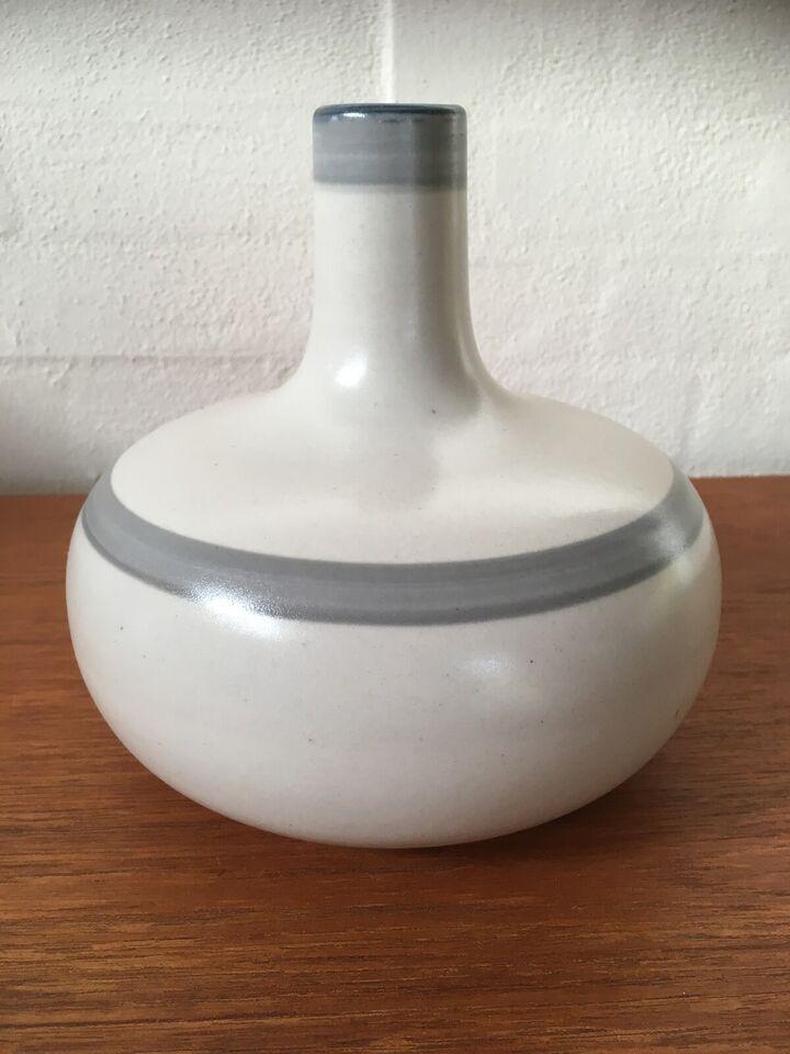 Vase, Axella