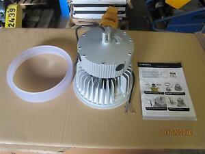 LED-Hallenstrahler-112W-Reithallenbeleuchtung-Industriestrahler-s-gute-Qulitaet
