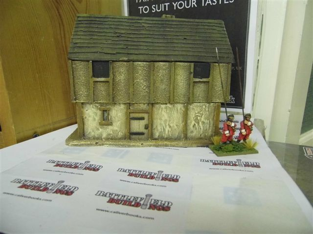 28MM PMC GAMES ME24 (PAINTED) TWO STOREY LONG HOUSE SLATE ROOF - MEDIEVAL
