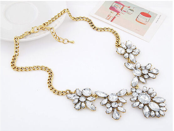 New Fashion Luxury Crystal Clear Flower Pendant Choker Bib Statement Necklace