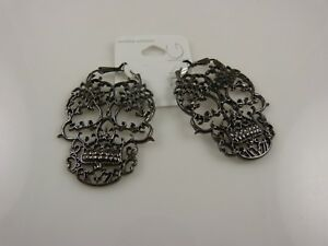 Gothic-skulls-Halloween-earrings-cool-looking-costume-accessory