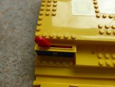 VINTAGE TOMY TOMICA WORLD TRAIN SET MAGNETIC STATION PLATFORM - LEGO COMPATIBLE