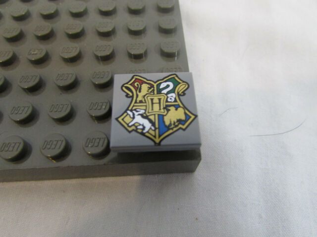 4 pc LEGO Harry Potter HOGWARTS Coat of Arms 2X2 Gray TILE Square SHIELD Set LOT