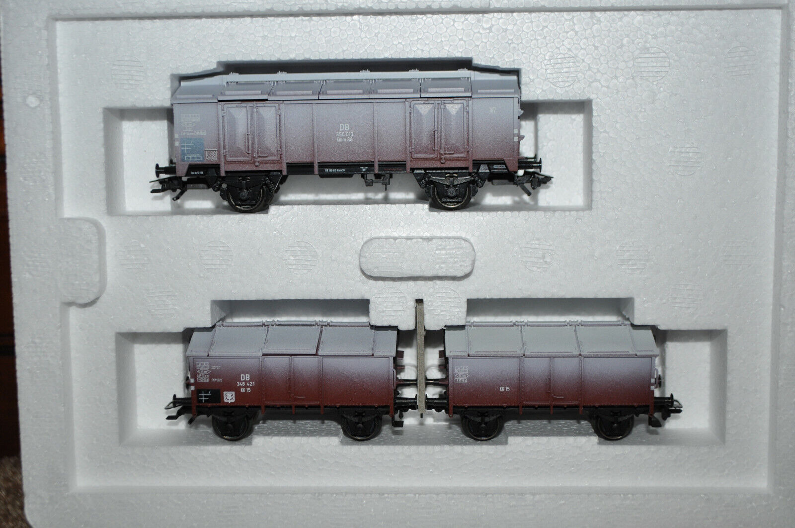 Marklin 46194 - DB (German) Limestone Hinged Lid 3-Car Set (Limited)- NEW w/Box