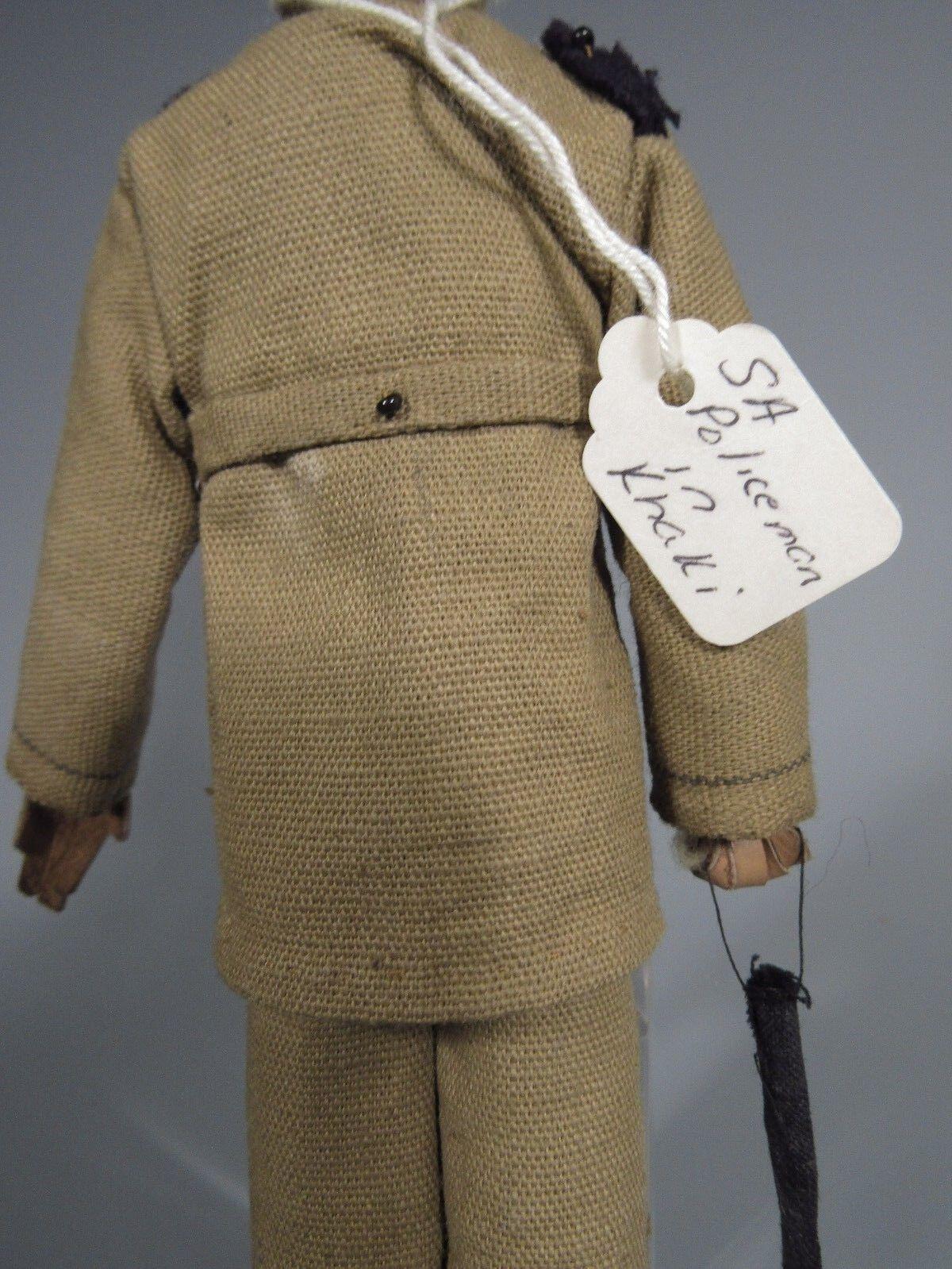Fine Rare South American Cloth Cloth Cloth bambola of a poliziauomo Officer Soldier ca. 19-20th c 6b3a3a