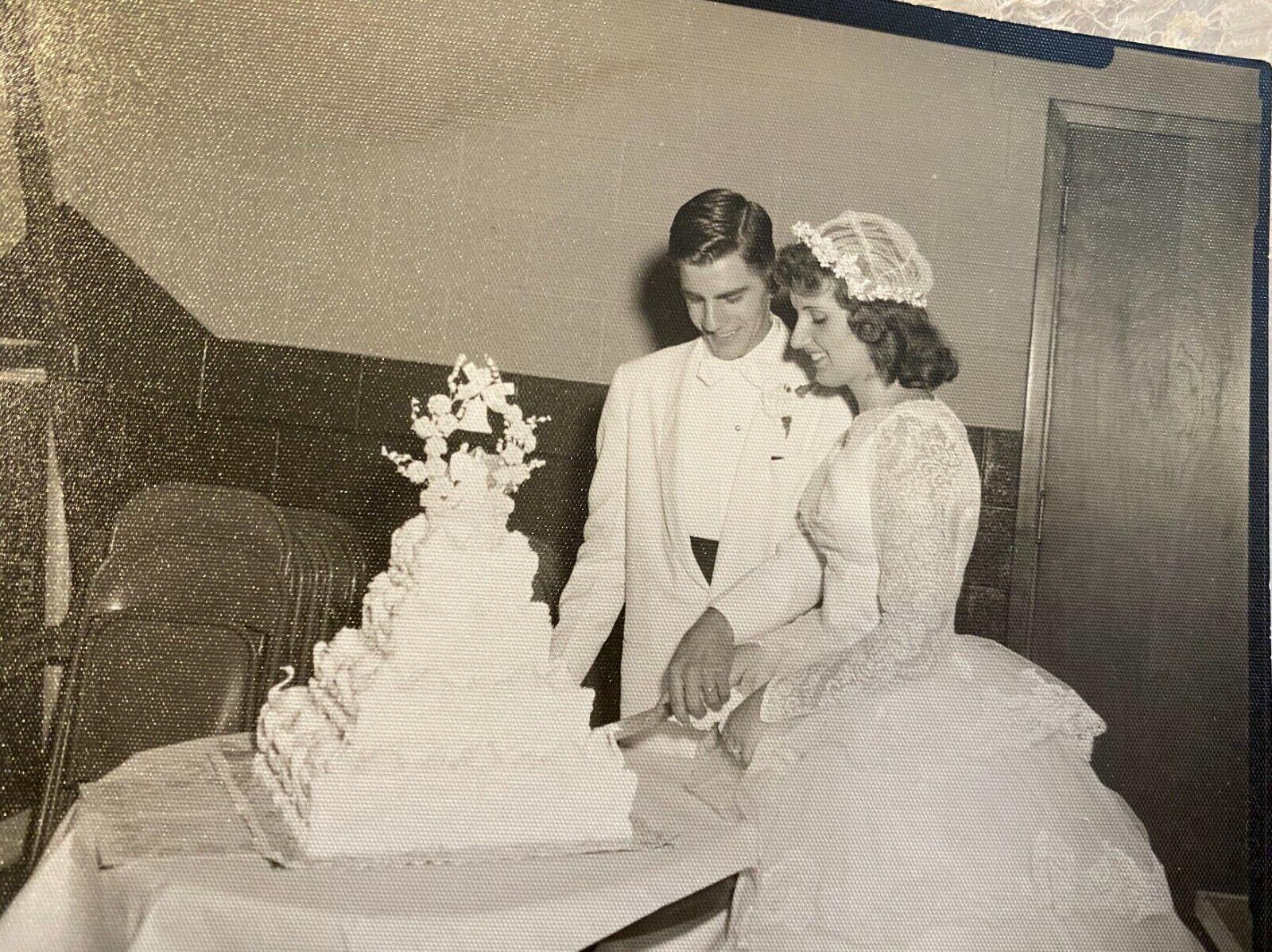 1950's Vintage Wedding Dress Lace w/Juliet Cap & … - image 6