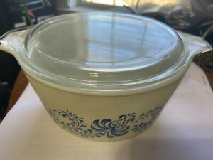VINTAGE PYREX COLONIAL MIST BOWL WITH LID ~  ~ 1.5L ~ NICE!