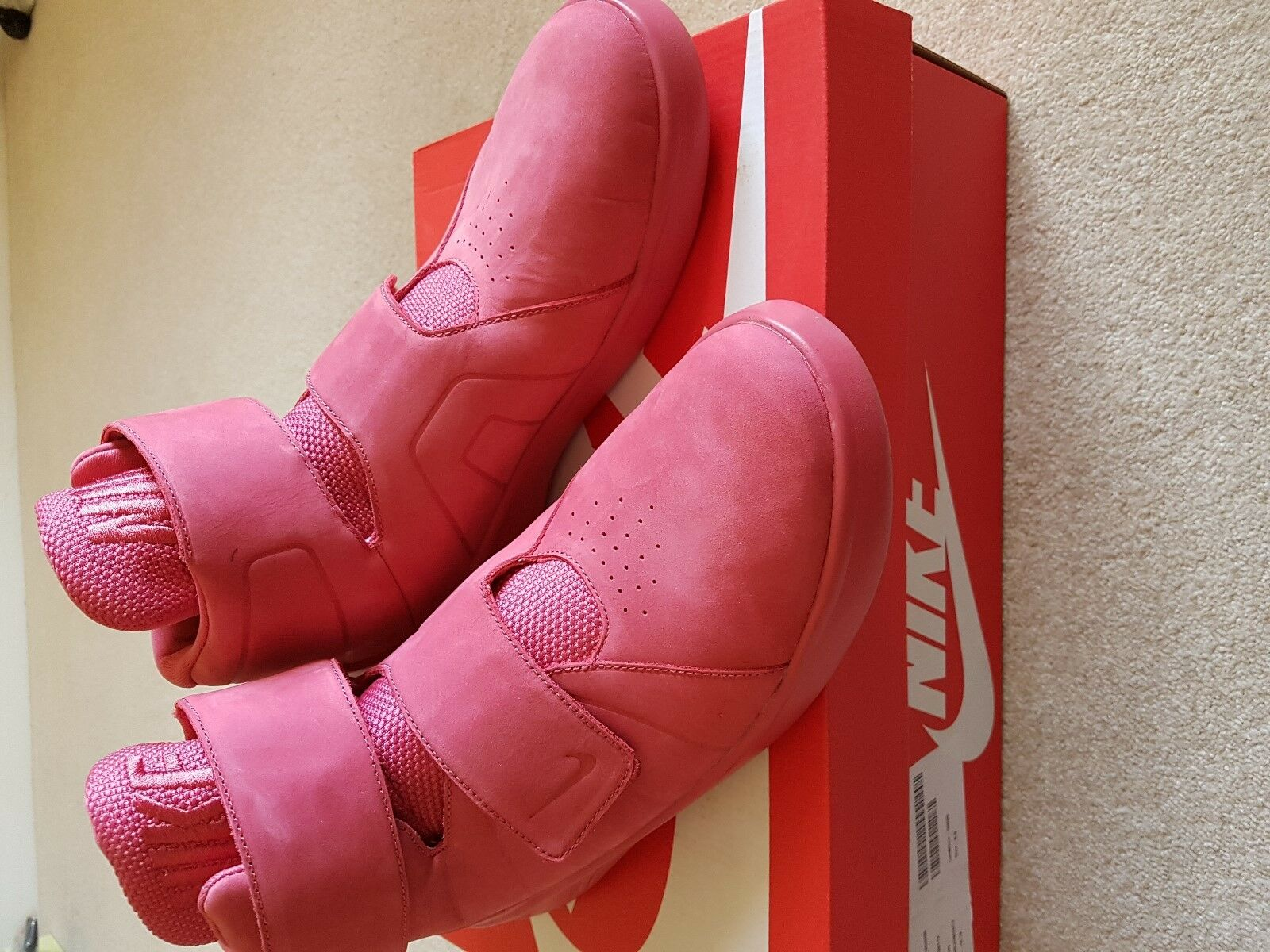 MENS BNWB NIKE PINKY RED MARXMAN HI TOP TRAINERS SIZE 8.5