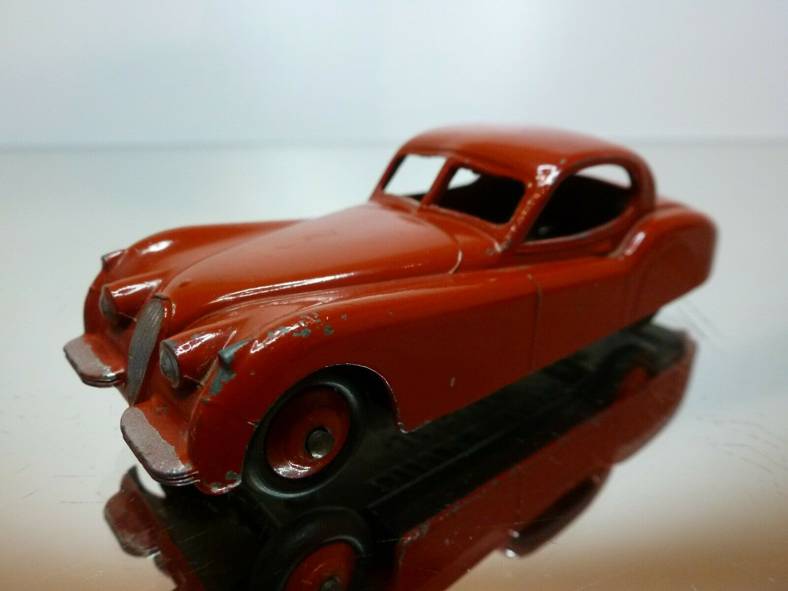 DINKY TOYS 157 JAGUAR XK120 COUPE - RED 1 43 - VERY GOOD CONDITION