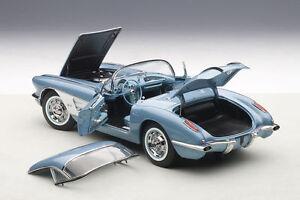 1-18-Autoart-CHEVROLET-CORVETTE-bleu-argente-1958-gratuit-Vitrine
