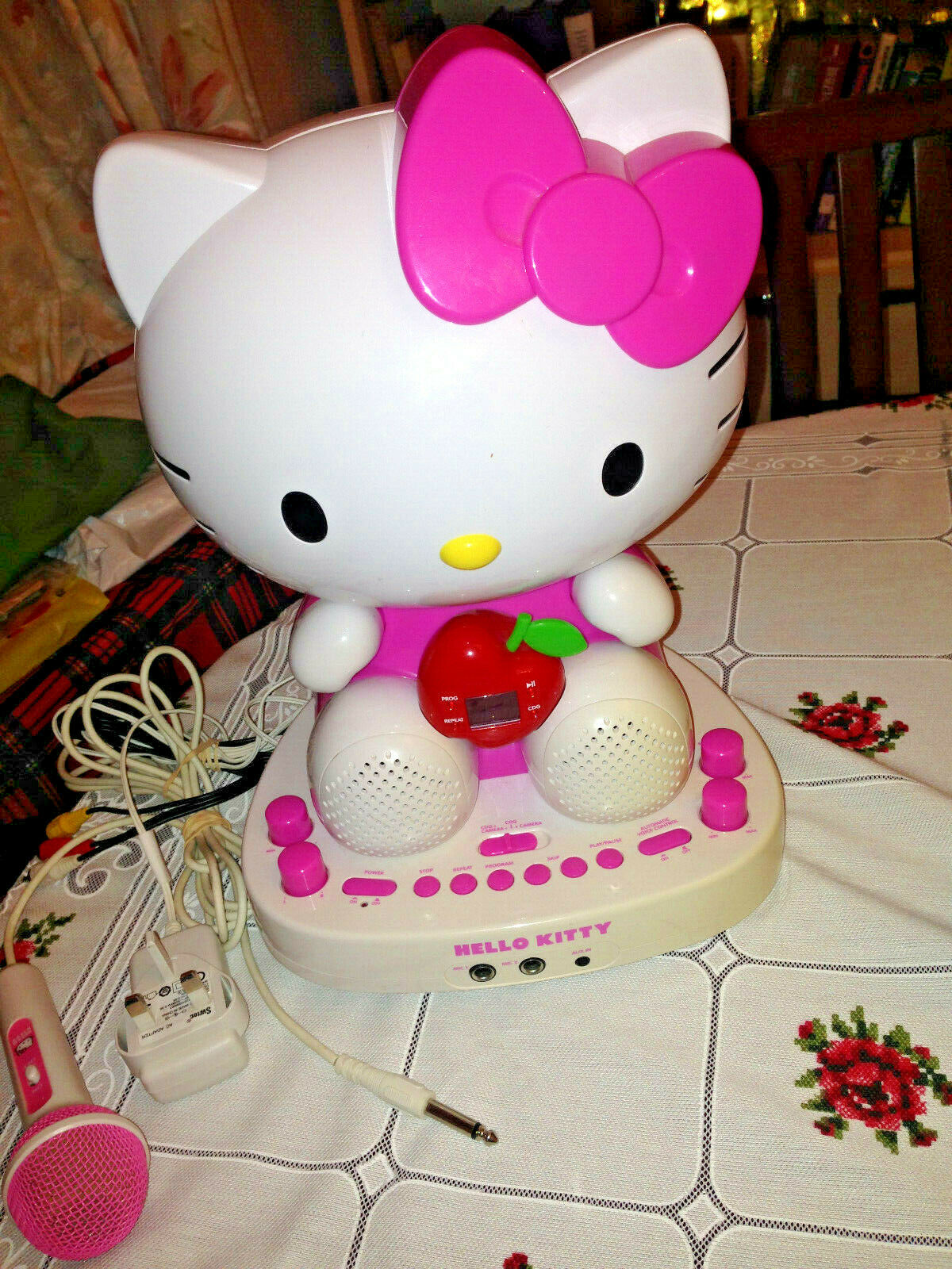 Hello Kitty KT2007F CDG Karaoke System with Built-In Farbe Video Camera