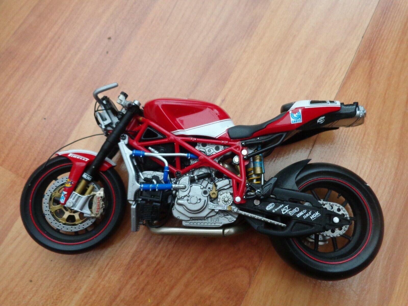 122070221 MINICHAMPS 1 12 DUCATI 999F07 - TROY BAYLISS - WSB 2007 Fahrrad USED