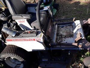 220-Grasshopper-lawnmower-52-deck-zero-turn-mower