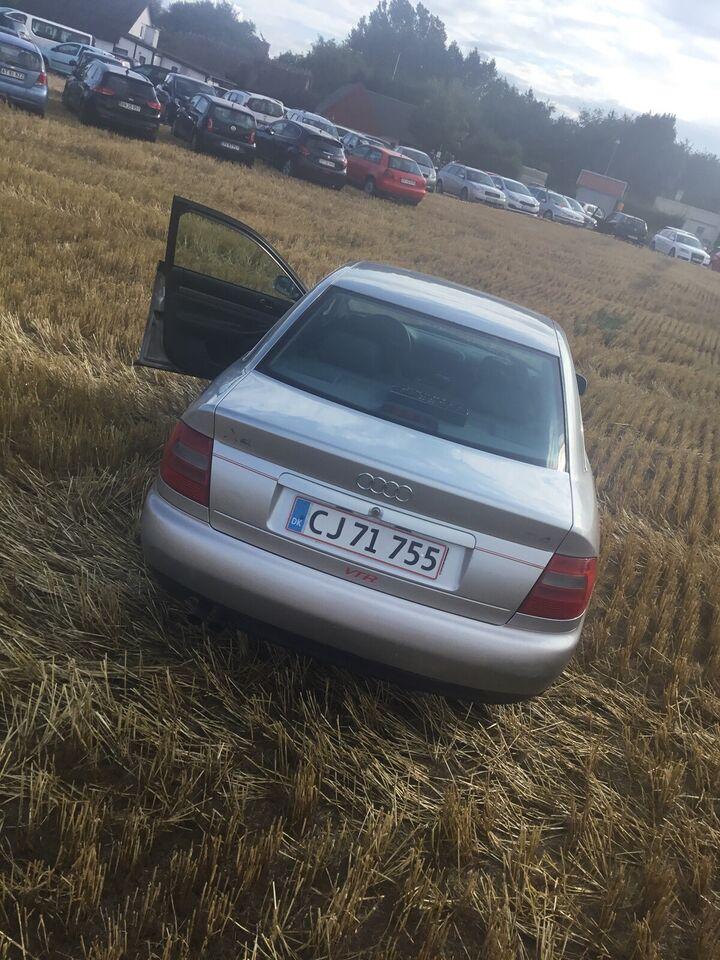 Audi A4, 2,4 V6, Benzin