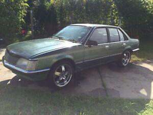 VH-Holden-Commodore-1981-SL