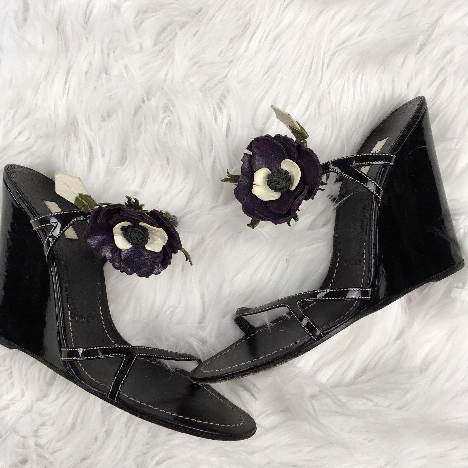 Prada Sandalias de cuña para para para mujer Talla 41 Charol Negro Flor Flor Con Tiras  ventas directas de fábrica