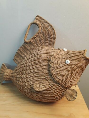 Vintage 1960s x  Large Wicker Fish Purse rare piec