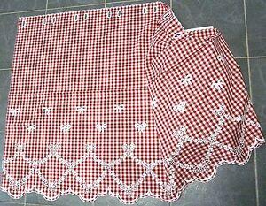 bestickte kurzgardine mit schleifenmotiv in rot plauener spitze ebay. Black Bedroom Furniture Sets. Home Design Ideas