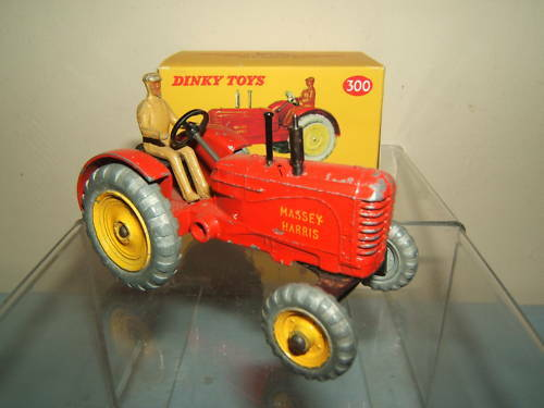 VINTAGE DINKY TOYS  MODEL No.300     MASSEY HARRIS   TRACTOR  confortable